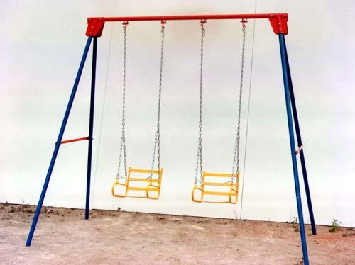 Parques infantiles y mobiliario urbano for Columpios infantiles